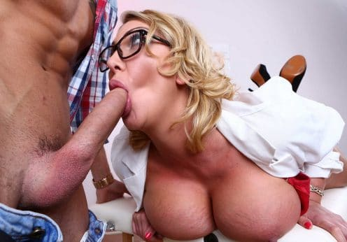 Reife Frau hat Sex mit dem Gärtner