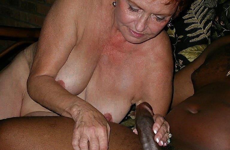 Oma mit schwarzem Schwanz